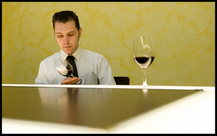 Ser un Buen Sumiller más allá de servir un buen vino