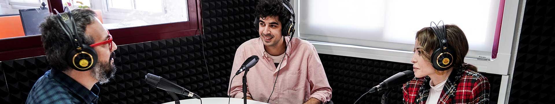 Locutor y presentador de radio y televisión