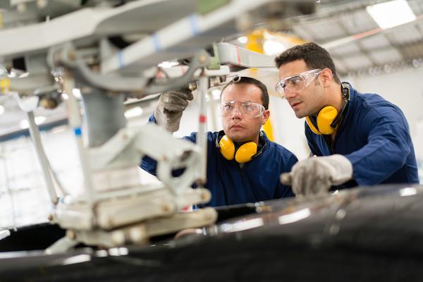 O aumento da produção e o crescimento no sector industrial motivou o aumento significativo do emprego na área