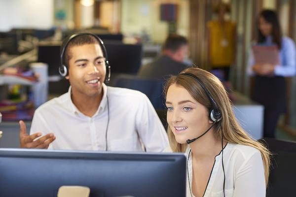 A profissão de HelpDesk surgiu para que os clientes passassem a ter acompanhamento após uma compra e para distinguir as empresas entre assim