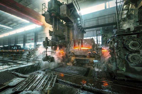 A Indústria Metalúrgica precisa de 28 mil trabalhadores qualificados com urgência.