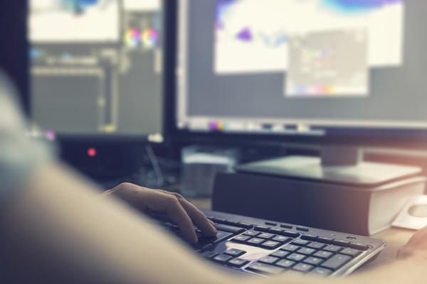 Os técnicos de multimédia estão em aprendizagem constante, pelo aperfeiçoar de ferramentas de edição de vídeo e imagem