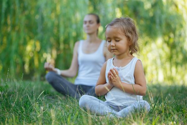 A Happy Feelings é um projecto para crianças, pais e educadores que dá ferramentas de meditação para acalmar as crianças e fazê-las gerir ansiedade.