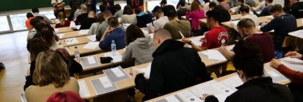 Las tasas de examen en las oposiciones a examen